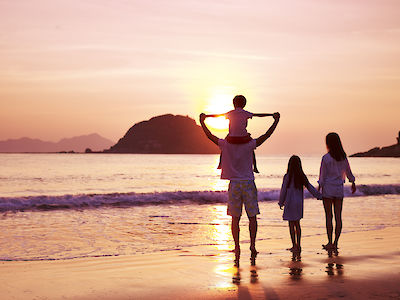 Family on vacation at the beach - insuremytrip